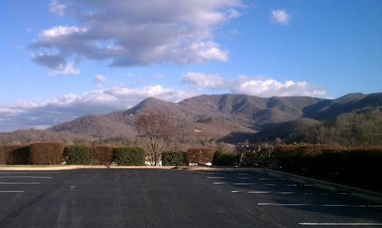 Best Western Smoky Mountain Inn: View from hotel parking