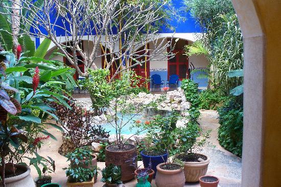 Hotel Medio Mundo: inner courtyard