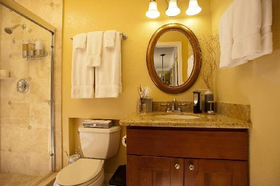 Beach Hut Bed and Breakfast: Tuscan Room Travertine & Granite Bathroom
