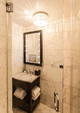 Flatiron Hotel: Madison Park Double Walk In Rainfall Shower