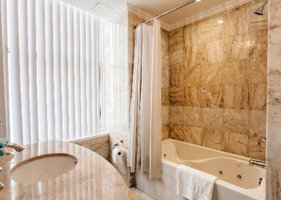 Flatiron Hotel: Toshi Corner Bathroom