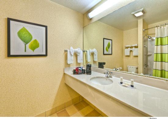 Fairfield Inn & Suites Reno Sparks: Guest Bathroom