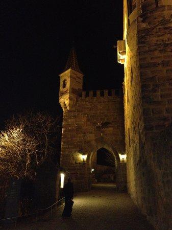 Hotel Burg Abenberg: Entering the courtyard