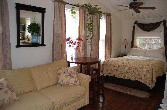 Bear Creek Retreat: The Cottage