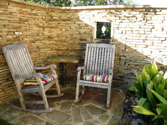 Bear Creek Retreat: Rocking Chairs in Cottage Courtyard