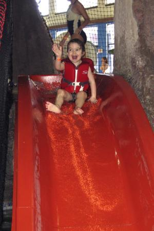 Timber Ridge Lodge & Waterpark: Water slide in the toddler area
