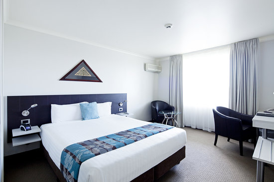 Jet Park Hotel & Conference Centre: Superior King Room