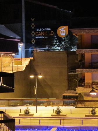 Hotel Bonavida : View from our hotel room of ski lift stationn