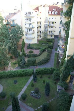Boulevard City Guesthouse Budapest : Balcony view