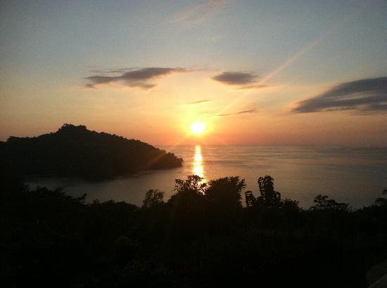 Tulemar Resort: Photo of a Costa Rican sunset from our balcony