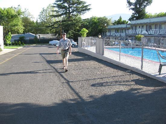 The M Ashland Motel: pool and parking lot