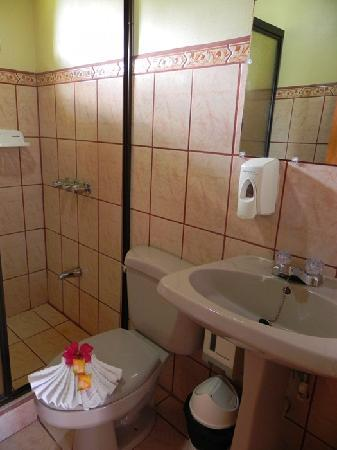 Hotel Castillo del Arenal: Bathrooms