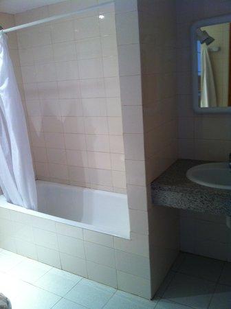 Sol Bahia Ibiza Suites: bathroom