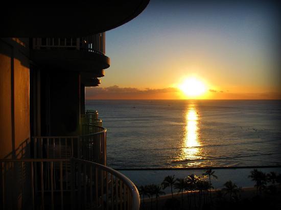 Aston Waikiki Beach Hotel: Ocean View room