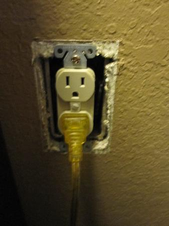 Days Inn Silver Spring: Exposed outlet