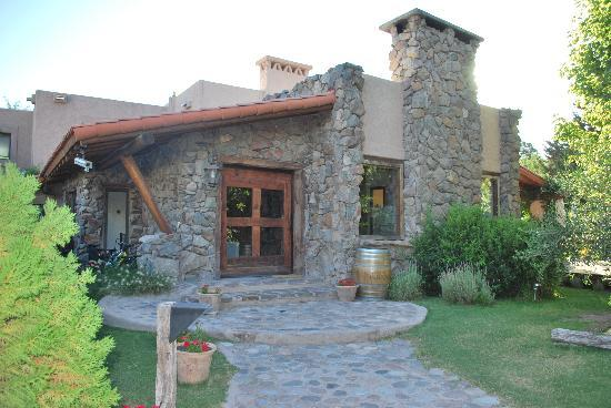 Lares de Chacras: outside of lobby