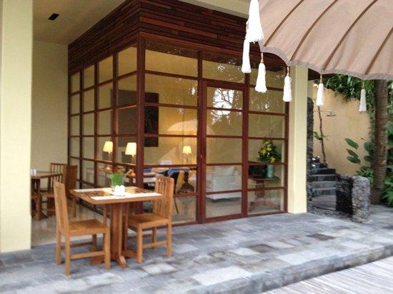 كومانيكا براسا سايانج: Lower restaurant area