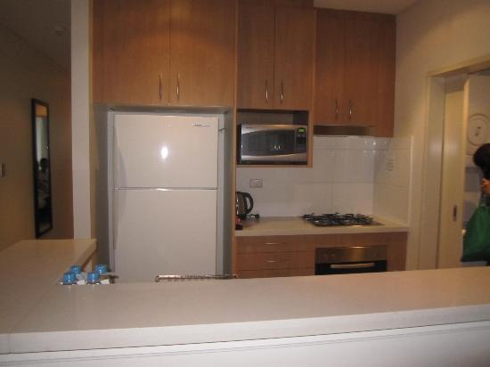 Meriton Suites Waterloo: kitchen