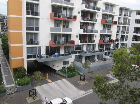 Meriton Suites Waterloo: the hotel from side road