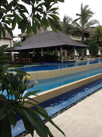 The Breezes Bali Resort & Spa: swim up bar