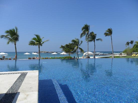 The St. Regis Punta Mita Resort: Sea Breeze Area