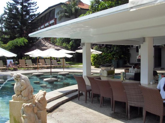 Bali Garden Beach Resort: the pool bar :)