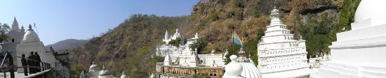 Madhya Pradesh, Indien: Panoramic view of the valley and temples