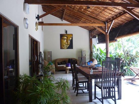 Villa Belharra: Dining area