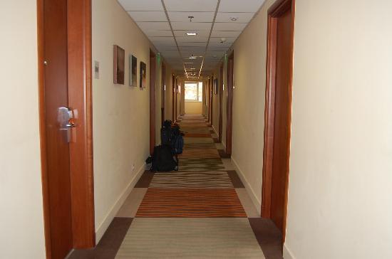 Lion's Garden Hotel: Corridor