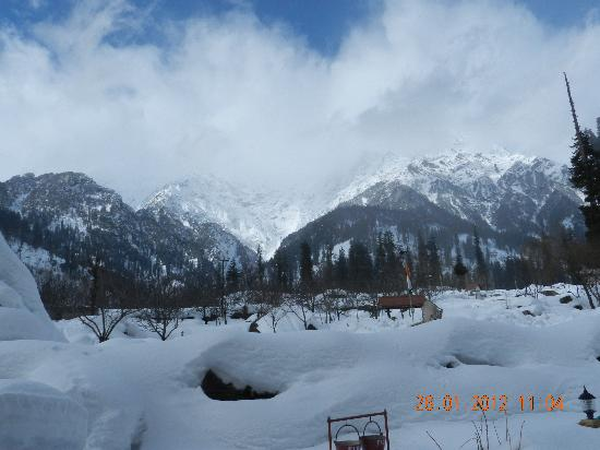 Solang Valley Resort: View from glacier facing room
