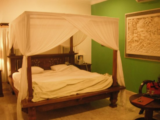 Balam Bali Villa: Our bed in the Pirate House