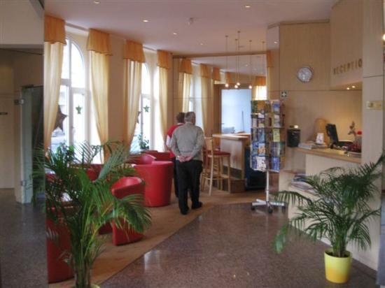 Royal Hotel Stralsund: Hotel am Bahnhof, Kaffeebar