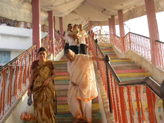 Rajnandgaon, India: steps to temple