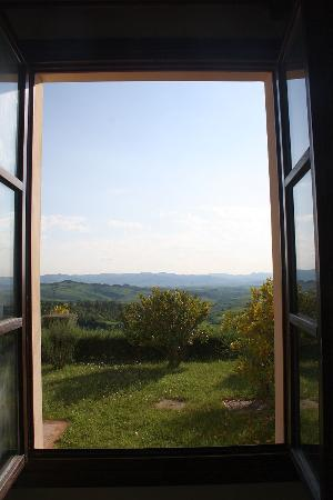 Belmonte Vacanze: The view over the Tuscan countryside from our living room