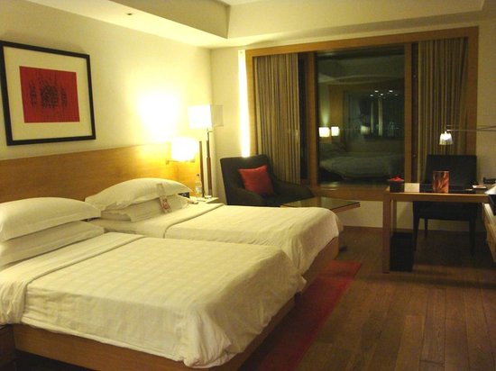 Trident, Nariman Point: Best bed I'd slept on throughout my trip in India