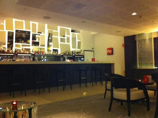 Radisson Blu Waterfront Hotel: Bar