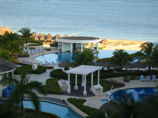 Iberostar Rose Hall Suites : A view of the resort from the 4th floor