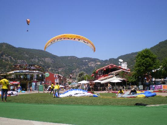 Villa Beldeniz: Landing on the Promenade