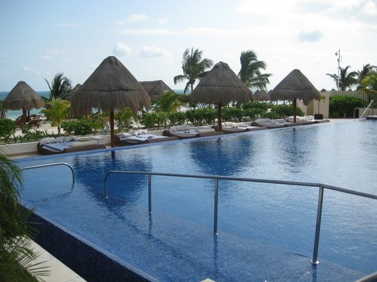 Beloved Playa Mujeres: The Isla Grill and Pool