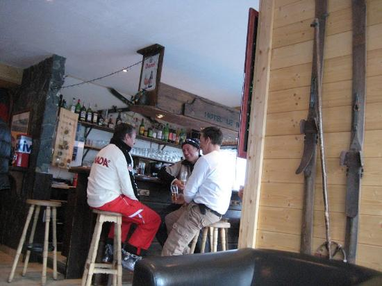 Hotel Le Bec Rouge : Bar et réception de l'hôtel