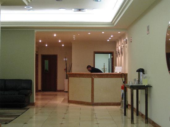 Hotel Moncloa: Reception