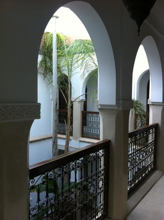 Riad Zenithya: The courtyard from first floor