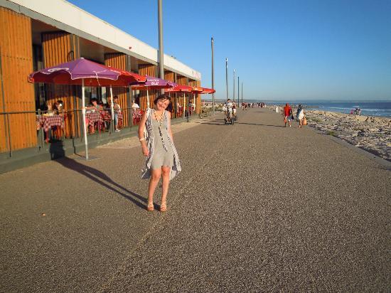 Costa da Caparica, Portekiz: Ресторан на берегу океана