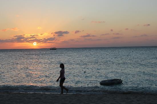 Seven Mile Beach: Sunset