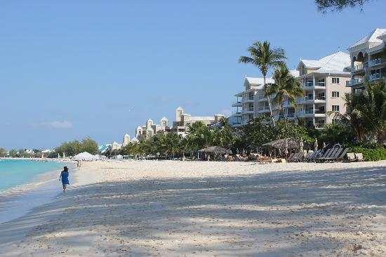 Seven Mile Beach: Beachfront hotels