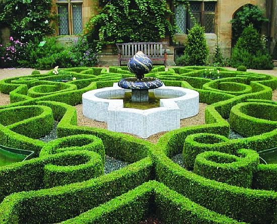 Sudeley Castle Knot Garden - Picture of Sudeley Castle, Winchcombe ...