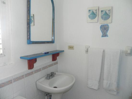 Albatros Condo Hotel: Bathroom apartment 112