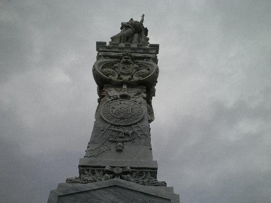 Christopher Columbus Cemetery (Cemetario de Colon): Statue for fallen Soldiers
