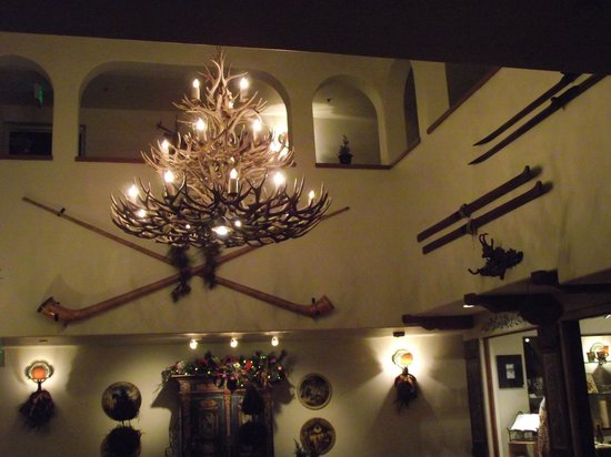 Goldener Hirsch Restaurant: lobby