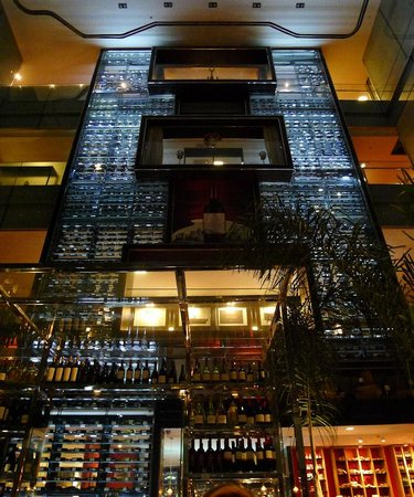 KM 0 : The beautiful restaurant.